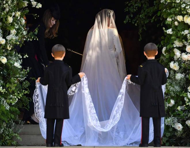 Cận cảnh vương miện của Tân công nương Meghan Markle: đầy tinh tế và kết hợp hoàn hảo với bộ váy cưới đến từ Givenchy - Ảnh 5.