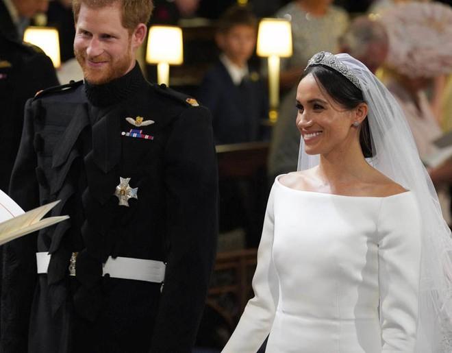 Cận cảnh vương miện của Tân công nương Meghan Markle: đầy tinh tế và kết hợp hoàn hảo với bộ váy cưới đến từ Givenchy - Ảnh 3.