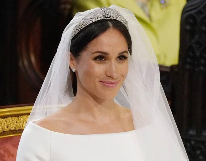 Cận cảnh vương miện của Tân công nương Meghan Markle: đầy tinh tế và kết hợp hoàn hảo với bộ váy cưới đến từ Givenchy - Ảnh 1.