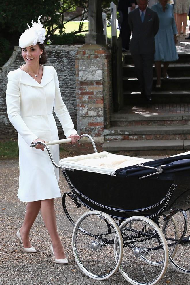 Hôm nay đám cưới em chồng, không phải ngẫu nhiên mà công nương Kate mặc lại kiểu váy cũ này - Ảnh 9.