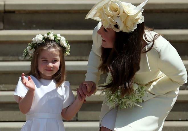 Sau cô bé cáu kỉnh, lại xuất hiện thêm một nhân vật nhí siêu dễ thương gây chú ý trong đám cưới của Hoàng tử Harry và Meghan Markle - Ảnh 5.