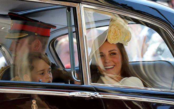 Sau cô bé cáu kỉnh, lại xuất hiện thêm một nhân vật nhí siêu dễ thương gây chú ý trong đám cưới của Hoàng tử Harry và Meghan Markle - Ảnh 7.