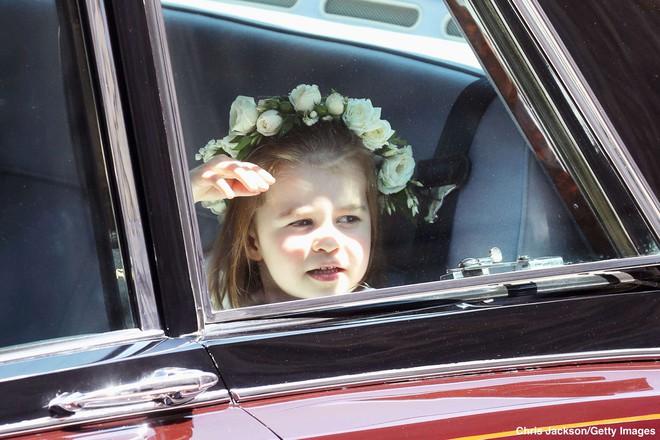 Sau cô bé cáu kỉnh, lại xuất hiện thêm một nhân vật nhí siêu dễ thương gây chú ý trong đám cưới của Hoàng tử Harry và Meghan Markle - Ảnh 6.