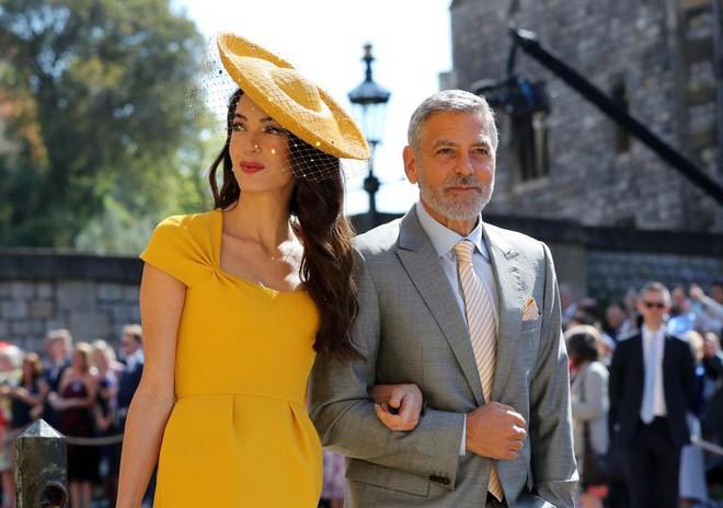 Đám cưới hoàng gia Anh: Hôn lễ kết thúc, cô dâu chú rể trao nhau nụ hôn ngọt ngào trước toàn thể mọi người - Ảnh 22.