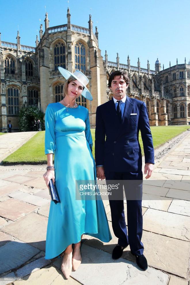 Đám cưới hoàng gia Anh: Hôn lễ kết thúc, cô dâu chú rể trao nhau nụ hôn ngọt ngào trước toàn thể mọi người - Ảnh 11.