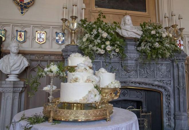 """Đây rồi: Hình ảnh chiếc bánh cưới Hoàng gia vốn được giữ """"tuyệt mật"""" giờ đã lộ diện đẹp mê mẩn thế này - Ảnh 4."""