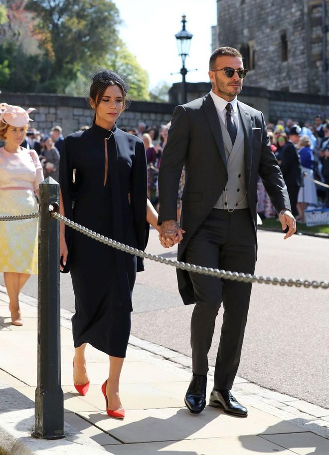Victoria Beckham kín đáo sang trọng với mạng che mặt, nổi bật nhất dàn khách mời tại đám cưới Hoàng gia - Ảnh 8.