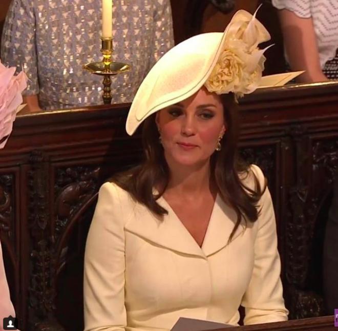 Hôm nay đám cưới em chồng, không phải ngẫu nhiên mà công nương Kate mặc lại kiểu váy cũ này - Ảnh 4.