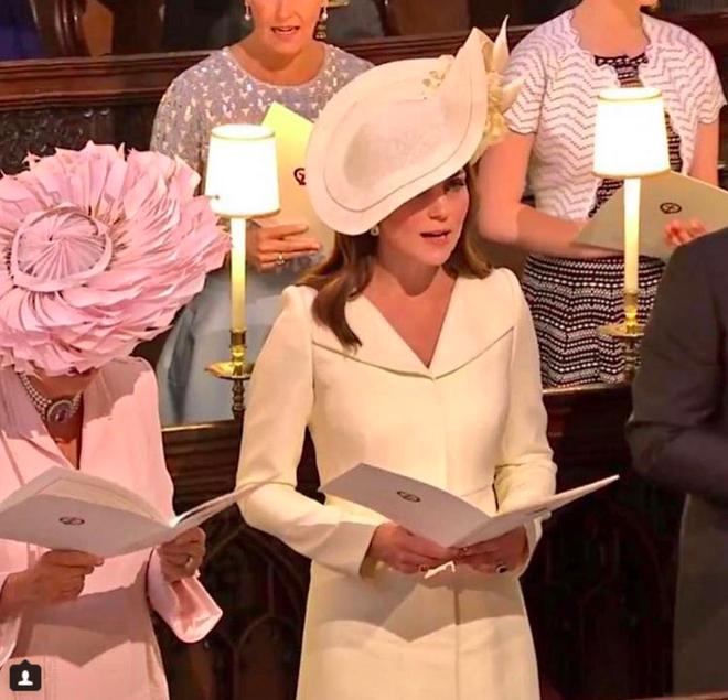 Hôm nay đám cưới em chồng, không phải ngẫu nhiên mà công nương Kate mặc lại kiểu váy cũ này - Ảnh 5.