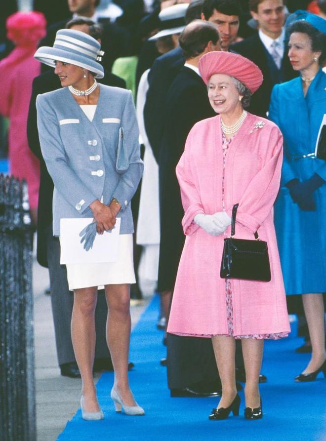 Quy tắc đội mũ tại đám cưới Hoàng gia đã được công nương Diana tuân thủ tinh tế như thế nào? - Ảnh 2.