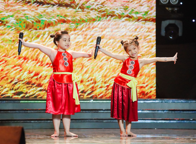 Xem thí sinh trình diễn, Ốc Thanh Vân xúc động nhớ về người mẹ hi sinh bảo vệ con trong đám cháy - Ảnh 3.