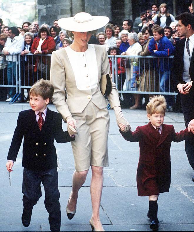 Quy tắc đội mũ tại đám cưới Hoàng gia đã được công nương Diana tuân thủ tinh tế như thế nào? - Ảnh 3.