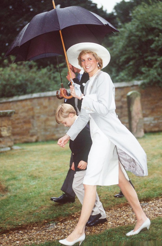 Quy tắc đội mũ tại đám cưới Hoàng gia đã được công nương Diana tuân thủ tinh tế như thế nào? - Ảnh 4.