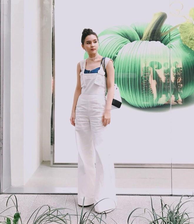 """Dù năm nay đã 30 lại có vóc dáng mi nhon nhưng nàng """"Song Hye Kyo"""" Thái Lan vẫn diện đồ đẹp hết chỗ chê - Ảnh 14."""