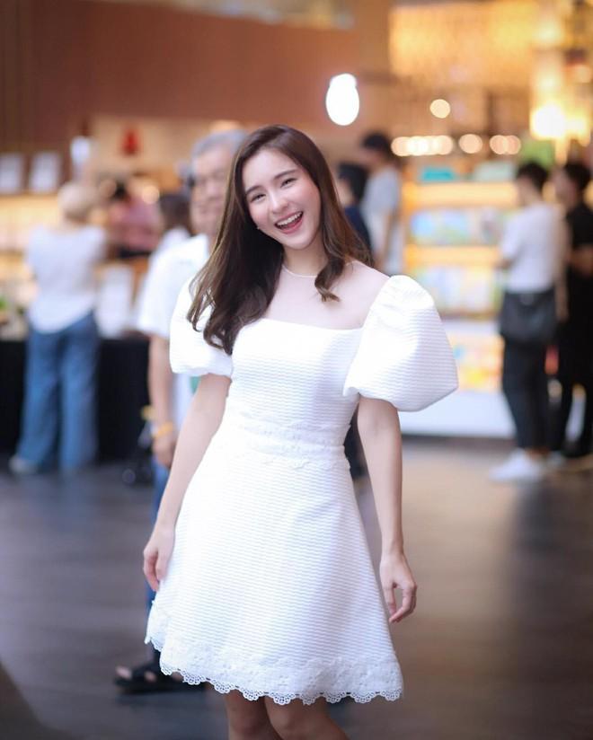 """Dù năm nay đã 30 lại có vóc dáng mi nhon nhưng nàng """"Song Hye Kyo"""" Thái Lan vẫn diện đồ đẹp hết chỗ chê - Ảnh 16."""