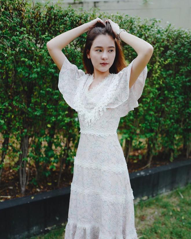 """Dù năm nay đã 30 lại có vóc dáng mi nhon nhưng nàng """"Song Hye Kyo"""" Thái Lan vẫn diện đồ đẹp hết chỗ chê - Ảnh 10."""