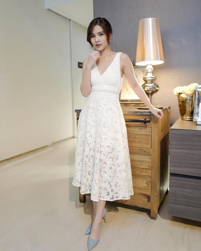 """Dù năm nay đã 30 lại có vóc dáng mi nhon nhưng nàng """"Song Hye Kyo"""" Thái Lan vẫn diện đồ đẹp hết chỗ chê - Ảnh 17."""