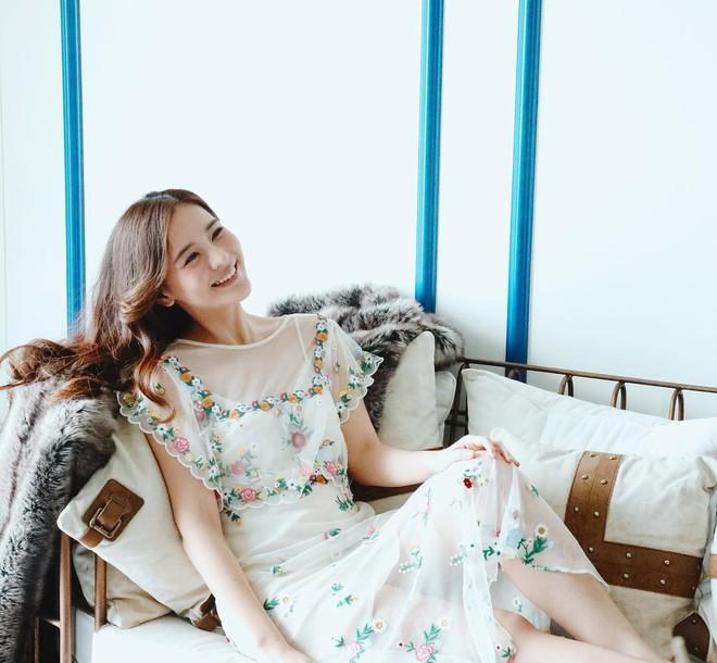 """Dù năm nay đã 30 lại có vóc dáng mi nhon nhưng nàng """"Song Hye Kyo"""" Thái Lan vẫn diện đồ đẹp hết chỗ chê - Ảnh 2."""