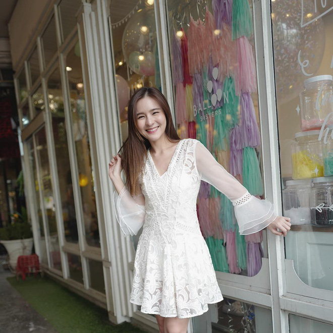 """Dù năm nay đã 30 lại có vóc dáng mi nhon nhưng nàng """"Song Hye Kyo"""" Thái Lan vẫn diện đồ đẹp hết chỗ chê - Ảnh 3."""
