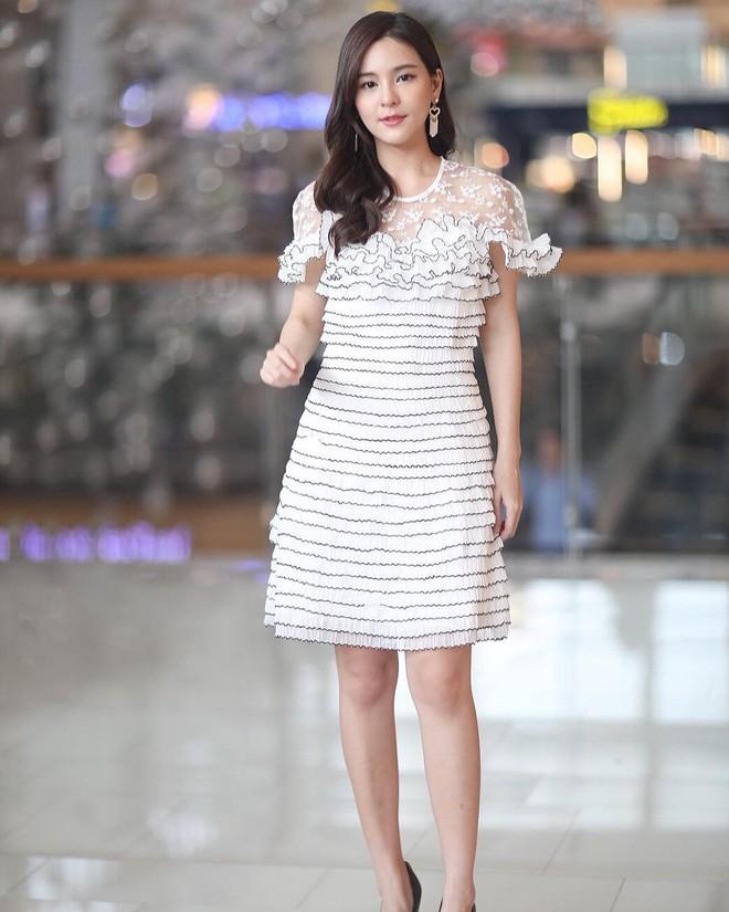 """Dù năm nay đã 30 lại có vóc dáng mi nhon nhưng nàng """"Song Hye Kyo"""" Thái Lan vẫn diện đồ đẹp hết chỗ chê - Ảnh 11."""