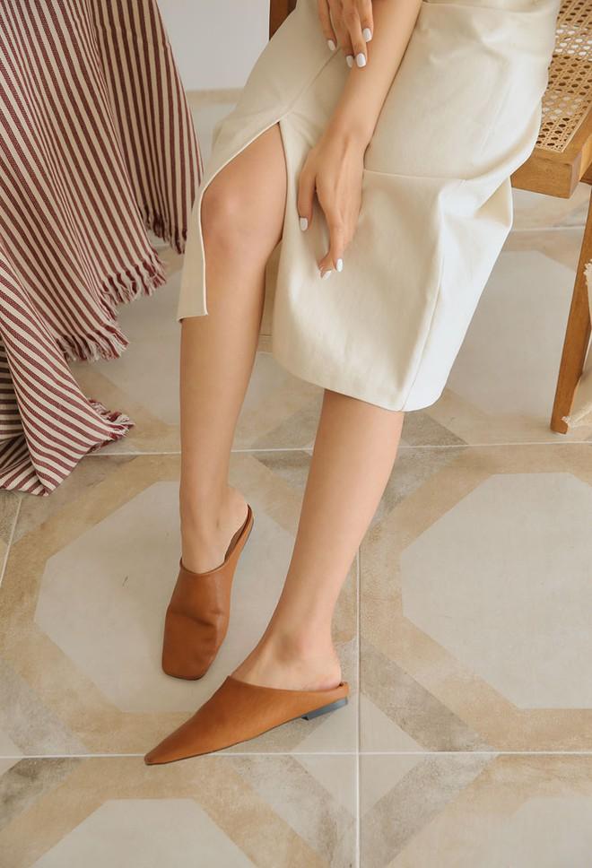 Khoanh vùng ngay 3 mẫu dép bệt này, vì đi lên chân nhìn còn sang hơn cả giày cao gót  - Ảnh 8.