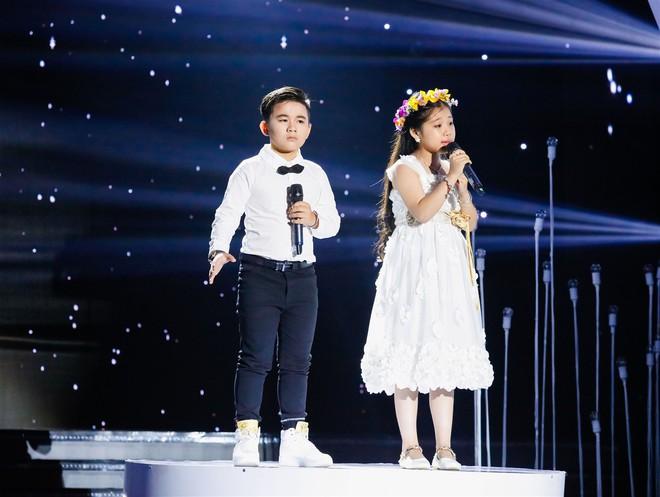 Xem thí sinh trình diễn, Ốc Thanh Vân xúc động nhớ về người mẹ hi sinh bảo vệ con trong đám cháy - Ảnh 2.