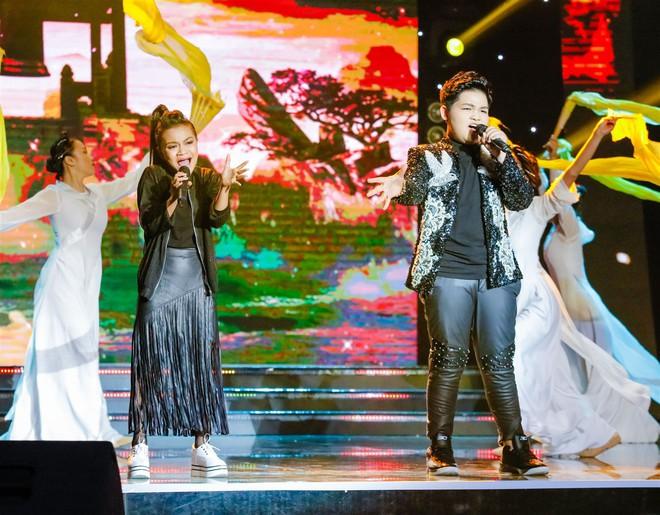 Xem thí sinh trình diễn, Ốc Thanh Vân xúc động nhớ về người mẹ hi sinh bảo vệ con trong đám cháy - Ảnh 6.