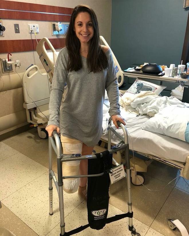 Phát hiện cục u trên ngón chân cái, người mẹ không quan tâm, 5 năm sau cô buộc phải cắt bỏ chân vì bị ung thư hiếm gặp - Ảnh 4.