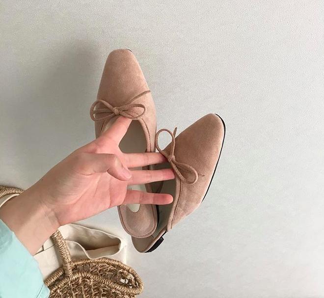 Khoanh vùng ngay 3 mẫu dép bệt này, vì đi lên chân nhìn còn sang hơn cả giày cao gót  - Ảnh 9.