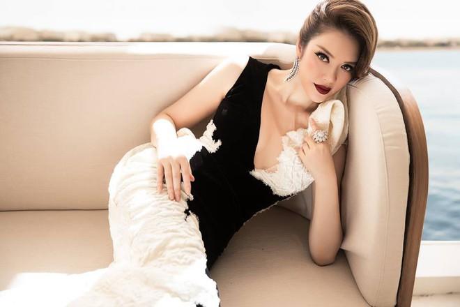 Lý Nhã Kỳ tạm biệt thảm đỏ LHP Cannes 2018 bằng một bộ đầm đen trắng huyền bí đến không tưởng - Ảnh 7.