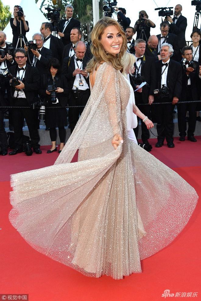 Thảm đỏ Cannes ngày bế mạc: Người nỗ lực diện váy áo xuyên thấu khoe thân, kẻ bị lộ nội y kém duyên  - Ảnh 10.