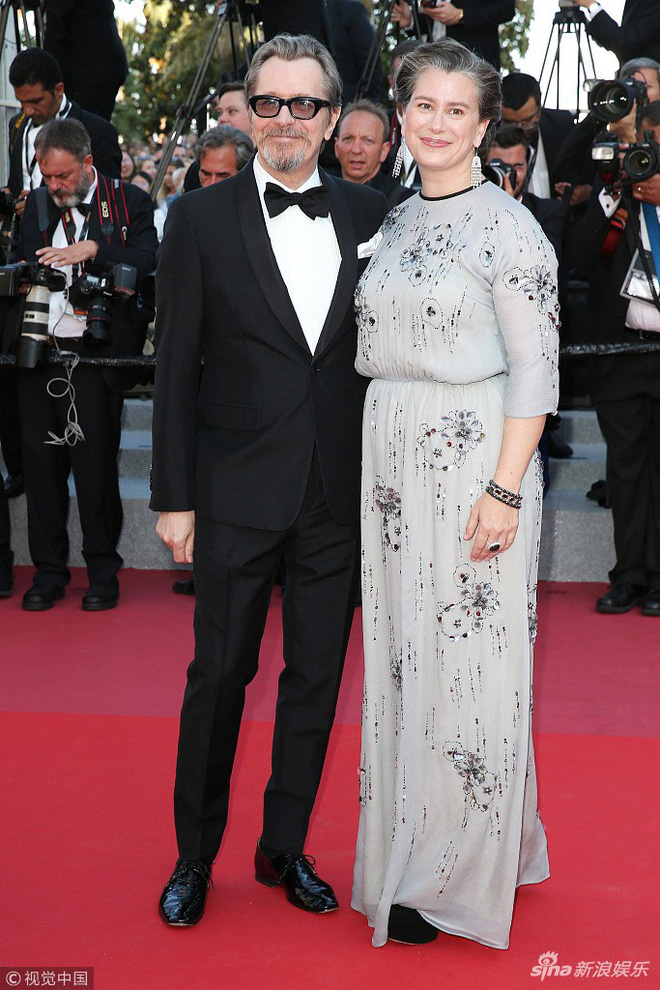 Thảm đỏ Cannes ngày bế mạc: Người nỗ lực diện váy áo xuyên thấu khoe thân, kẻ bị lộ nội y kém duyên  - Ảnh 13.