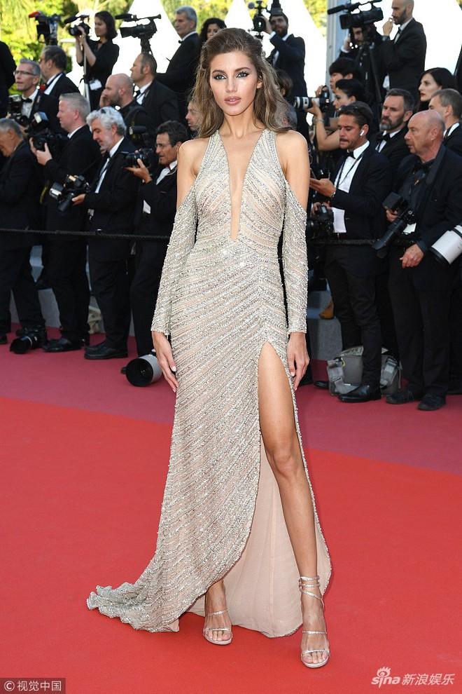 Thảm đỏ Cannes ngày bế mạc: Người nỗ lực diện váy áo xuyên thấu khoe thân, kẻ bị lộ nội y kém duyên  - Ảnh 12.