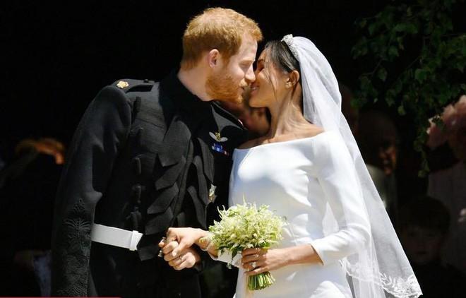 Đám cưới hoàng gia Anh: Hôn lễ kết thúc, cô dâu chú rể trao nhau nụ hôn ngọt ngào trước toàn thể mọi người - Ảnh 52.