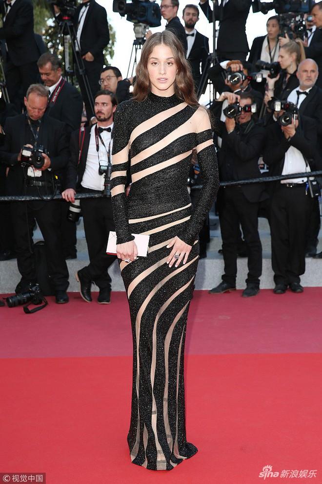 Thảm đỏ Cannes ngày bế mạc: Người nỗ lực diện váy áo xuyên thấu khoe thân, kẻ bị lộ nội y kém duyên  - Ảnh 14.