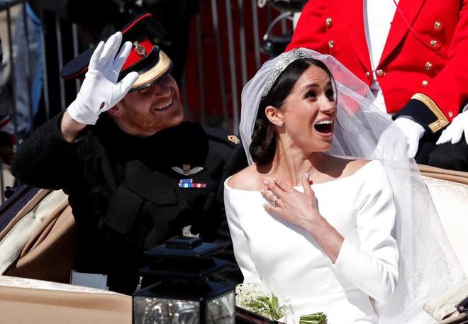 Đám cưới vừa diễn ra được 1 ngày, phóng viên hoàng gia đưa ra tuyên bố bất ngờ về dự định sinh con của Hoàng tử Harry và tân Công nương Meghan - Ảnh 3.