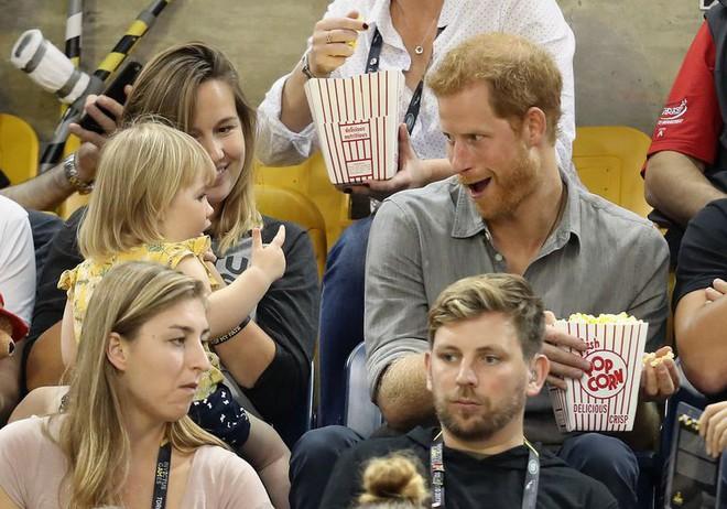Đám cưới vừa diễn ra được 1 ngày, phóng viên hoàng gia đưa ra tuyên bố bất ngờ về dự định sinh con của Hoàng tử Harry và tân Công nương Meghan - Ảnh 5.