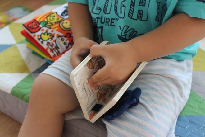 Từ A-Z những điều bố mẹ nên biết để vui đọc sách cùng con từ 0 đến 2 tuổi - Ảnh 4.