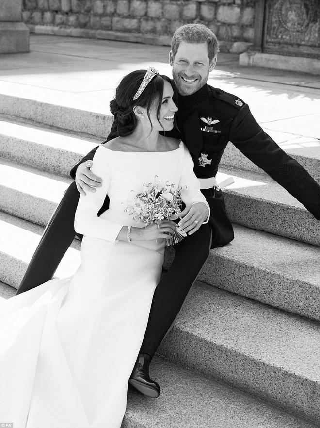 Những hình ảnh đầu tiên về đám cưới Hoàng gia đẹp mê mẩn chính thức được công bố - Ảnh 1.
