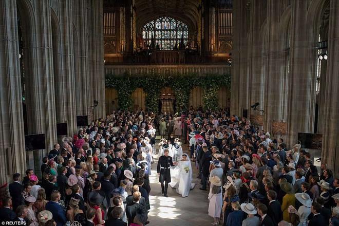 Những hình ảnh đầu tiên về đám cưới Hoàng gia đẹp mê mẩn chính thức được công bố - Ảnh 8.