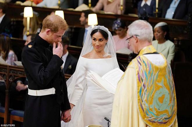 Những hình ảnh đầu tiên về đám cưới Hoàng gia đẹp mê mẩn chính thức được công bố - Ảnh 9.