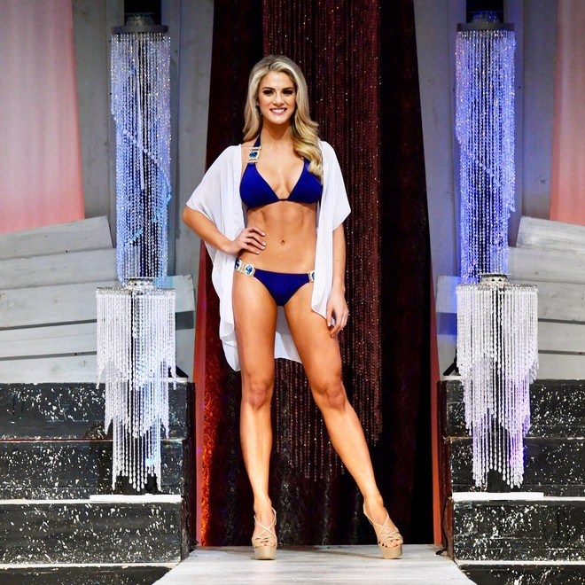 Cận cảnh thân hình nóng bỏng của người đẹp nấm lùn cao 1m65 vừa đăng quang Hoa hậu Mỹ 2018 - ảnh 1