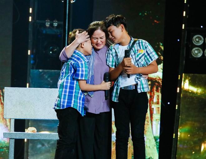 Dương Triệu Vũ đặt tên mới cho cậu bé bán kẹo kéo Tèo Em - Ảnh 2.