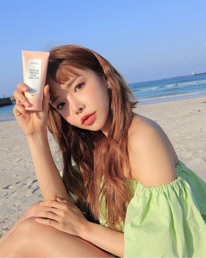 Các nàng có biết trước cái nắng nóng mùa hè, mái tóc cũng cần được chống nắng cẩn thận - Ảnh 1.
