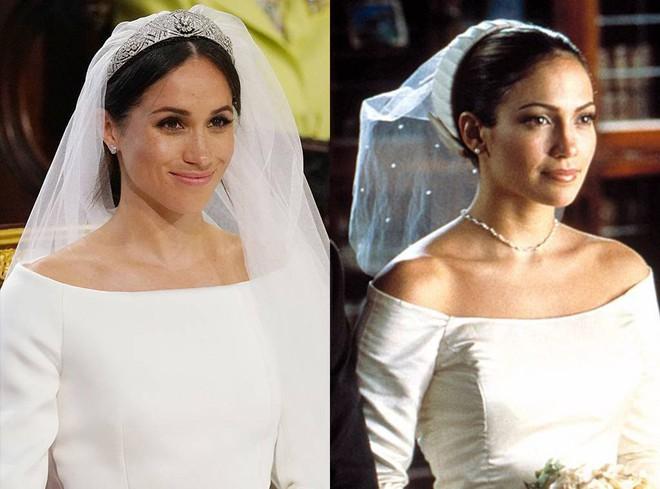 Thật tình cờ và thật bất ngờ, váy cưới của Meghan Markle giống hệt váy Jennifer Lopez mặc từ 17 năm trước - Ảnh 1.