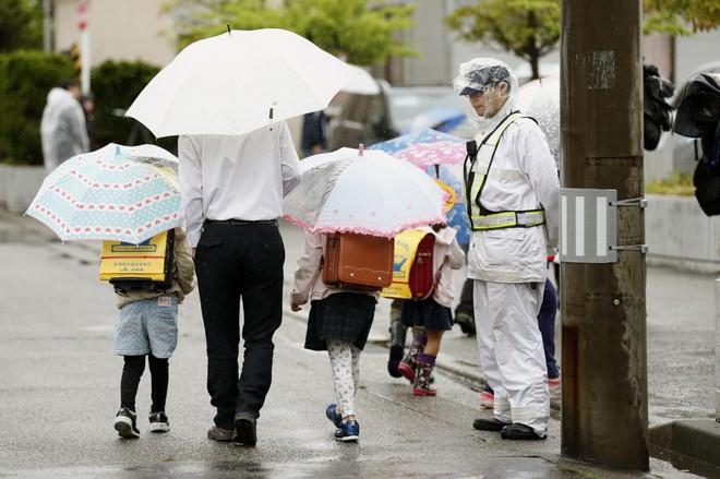 Nhật Bản: Bé gái 7 tuổi bị xe lửa đâm và sự thật về cái chết của em khiến cho người dân vừa run sợ vừa phẫn nộ - Ảnh 6.