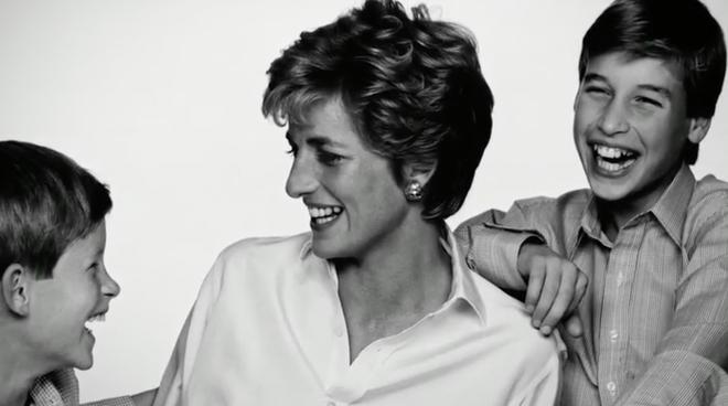 Nhan sắc và khí chất hoàn hảo của cố Công nương Diana trong những khoảnh khắc xưa - Ảnh 19.