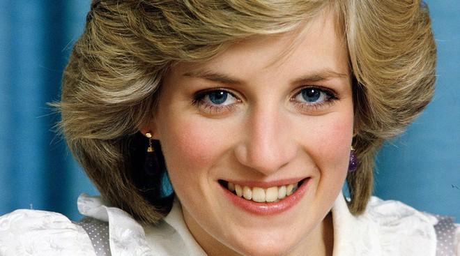 Nhan sắc và khí chất hoàn hảo của cố Công nương Diana trong những khoảnh khắc xưa - Ảnh 4.