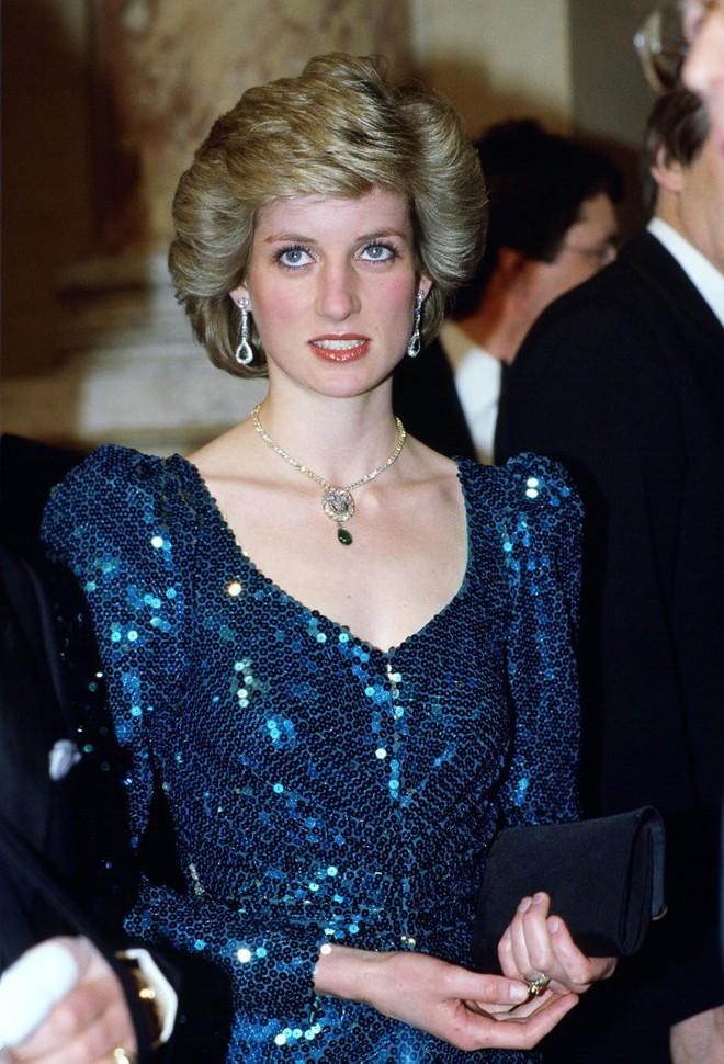 Nhan sắc và khí chất hoàn hảo của cố Công nương Diana trong những khoảnh khắc xưa - Ảnh 10.