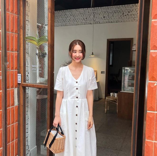 Mẫu váy trắng của Zara đang hot quá, bao cô nàng diện, bao nhãn hàng tung ra thiết kế ăn theo - Ảnh 4.
